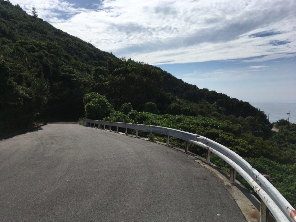 白浜の灯台までの坂道