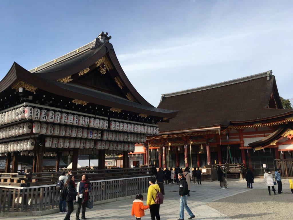 街中の神社